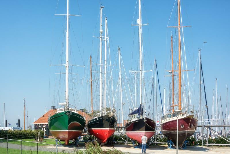 O porto na cidade do Frisian de Hindeloopen nos Países Baixos fotos de stock royalty free
