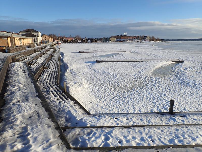 O porto no inverno - Hudiksvall imagens de stock royalty free