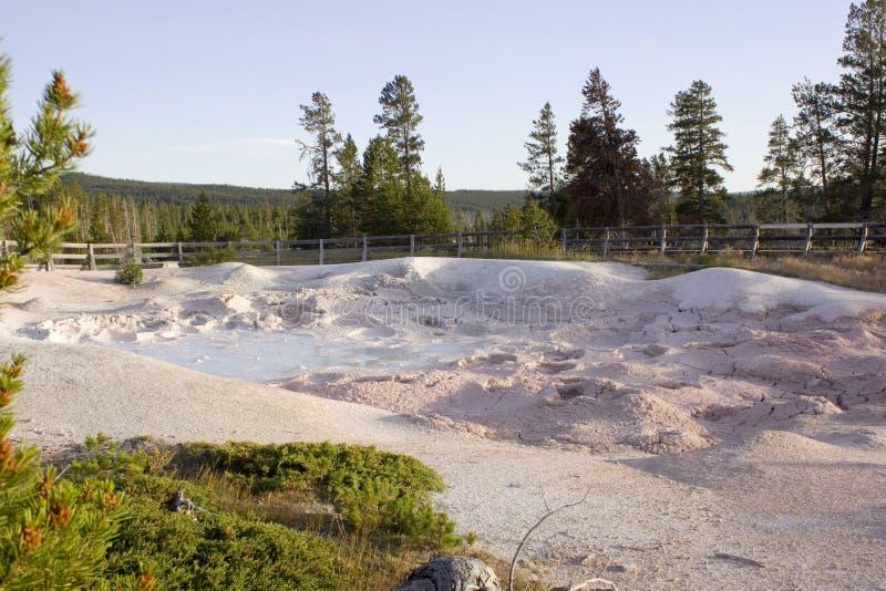 O potenciômetro de pintura da fonte na paridade do nacional de Yellowstone fotografia de stock royalty free