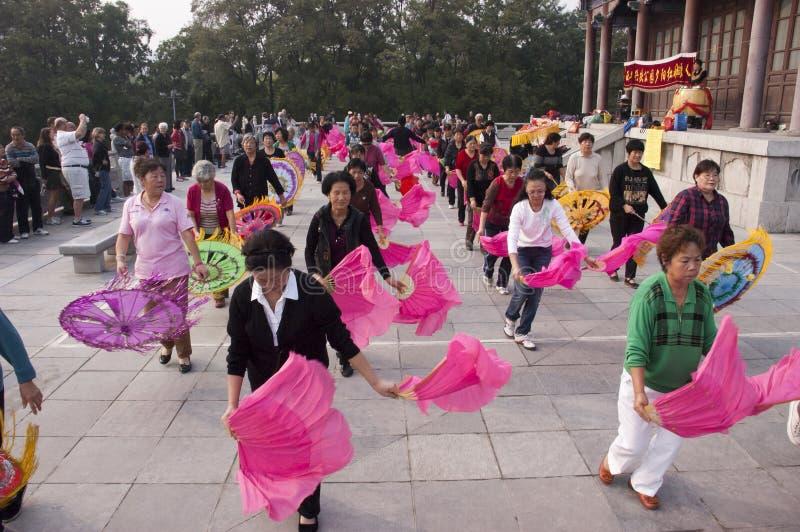 O povo chinês exercita, parque Xian China de Xingqing foto de stock
