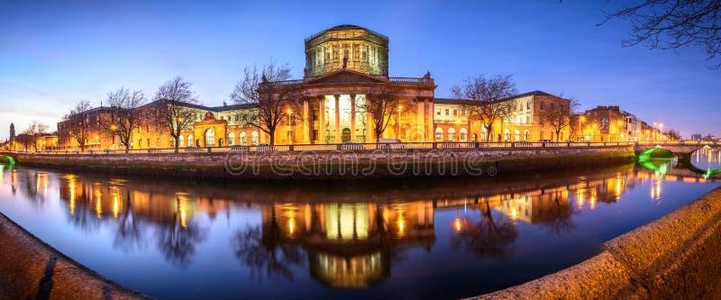 O Prédio Dos Quatro Tribunais Em Dublin imagens de stock royalty free