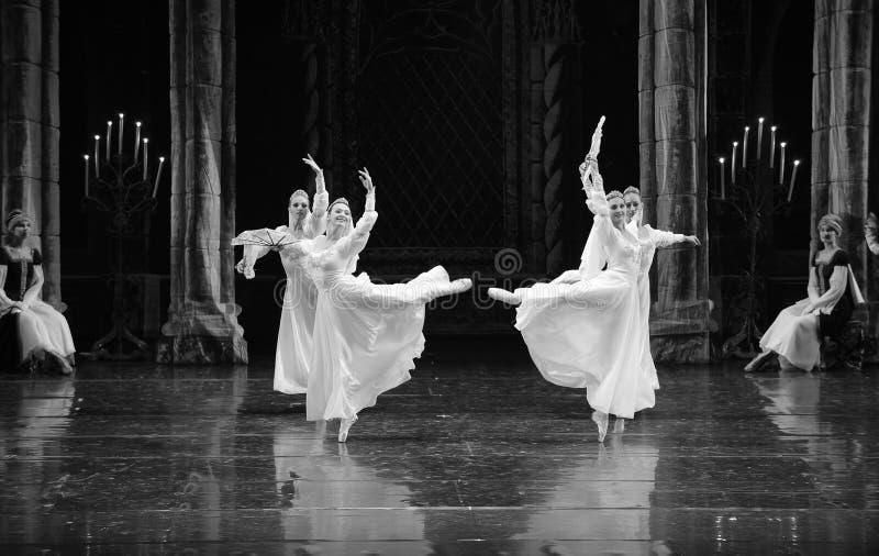 O príncipe branco do vestido- do laço do russo ato-bailado O Lago das Cisnes do mitzvah- da barra do terceiro fotos de stock