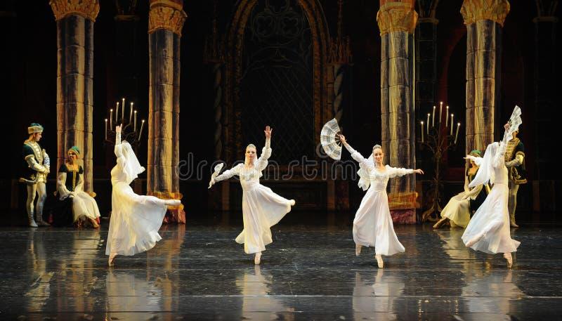 O príncipe branco do vestido- do laço do russo ato-bailado O Lago das Cisnes do mitzvah- da barra do terceiro fotografia de stock