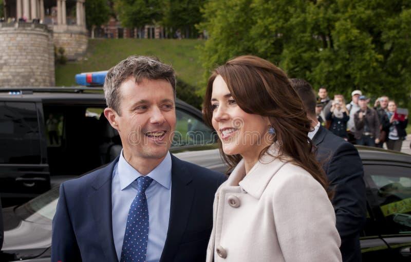 O príncipe Frederik de Dinamarca e a princesa Mary visitam Polan fotos de stock