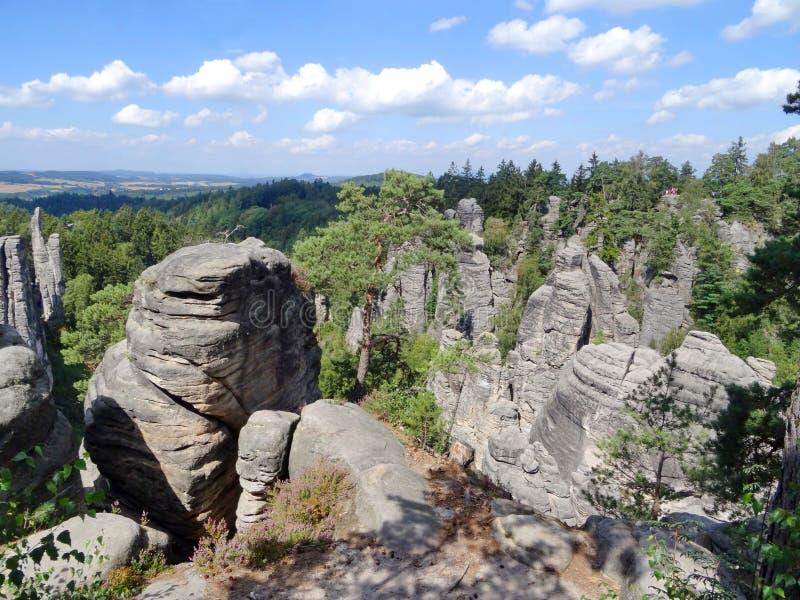 O Prachov balança (Prachovske skaly), paraíso boêmio, República Checa imagens de stock