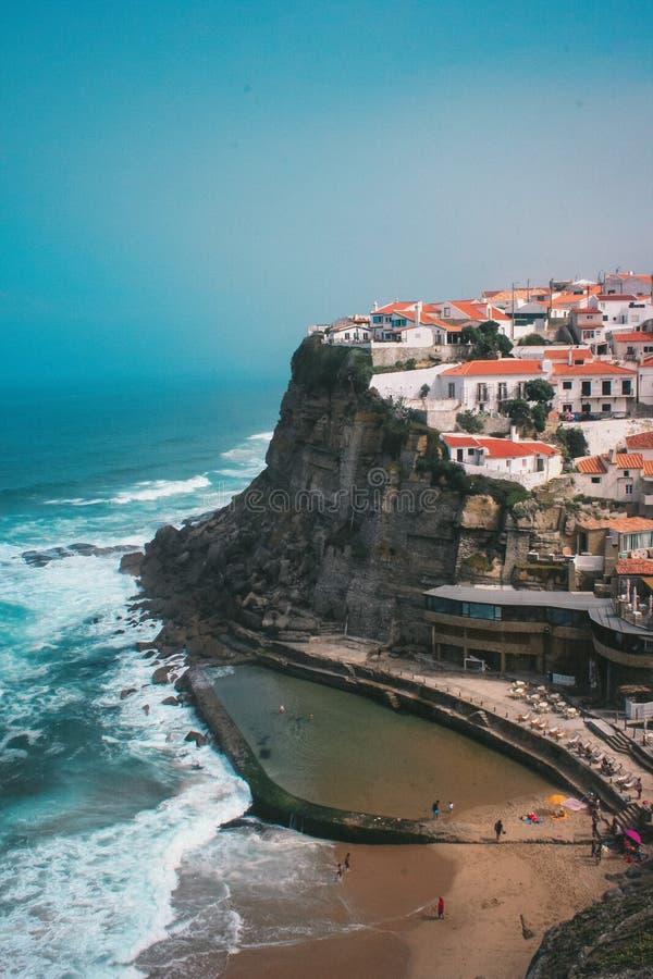 O Praia DAS Azenhas estraga fotos de stock royalty free