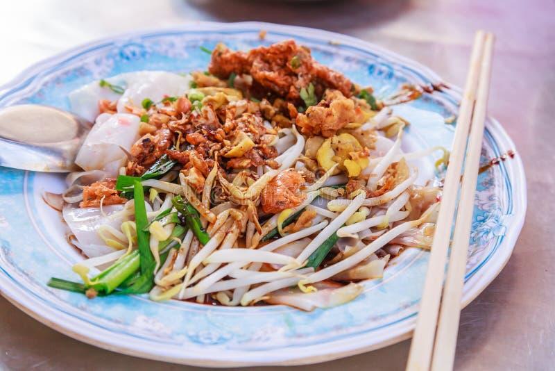 O prato do aperitivo do alimento tailandês tradicional da rua, do Kuay Tiew Lui Suan, do Fried Minced Pork e do camarão secado co foto de stock royalty free