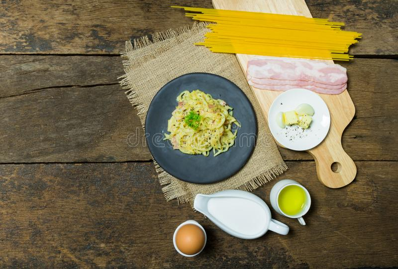 O prato do carbonara dos espaguetes fotografia de stock royalty free