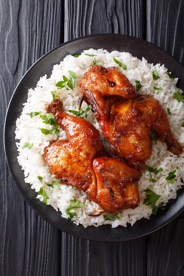 O prato principal indonésio cozeu a galinha no alho, soja, gengibre e imagem de stock
