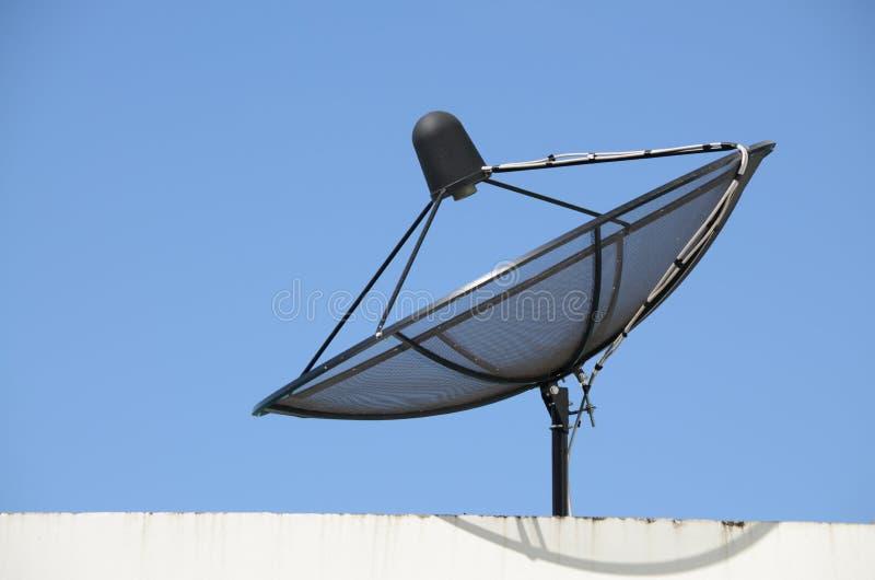 O prato satélite da televisão por cabo fotos de stock