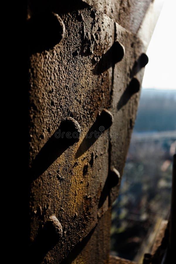 O prego de rebitamento da oxidação corroeu o ferro Landschaftspark, Duisburg, Alemanha fotografia de stock royalty free
