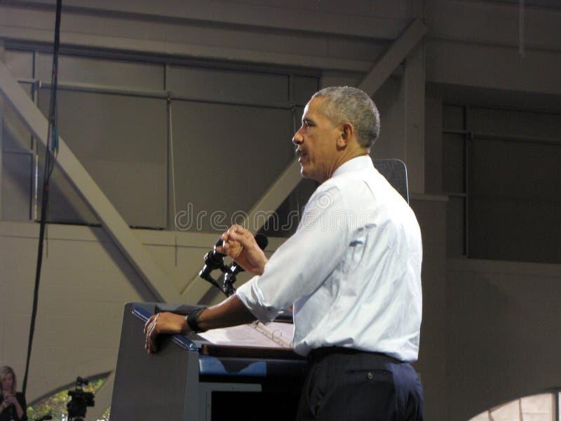 O presidente Obama dá um discurso imagens de stock