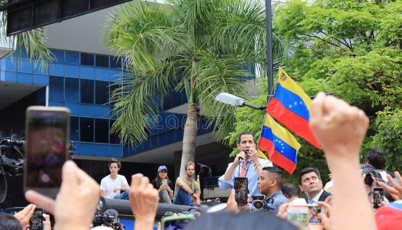 O presidente provis?rio Juan Guaido encenou protestos em Caracas enquanto o capital se esfor?ou sem o poder imagem de stock
