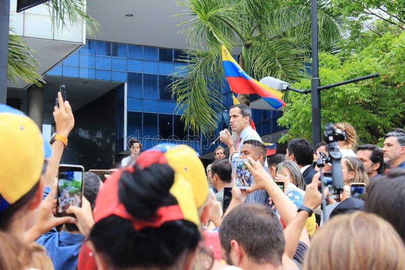 O presidente provis?rio Juan Guaido encenou protestos em Caracas enquanto o capital se esfor?ou sem o poder imagens de stock royalty free