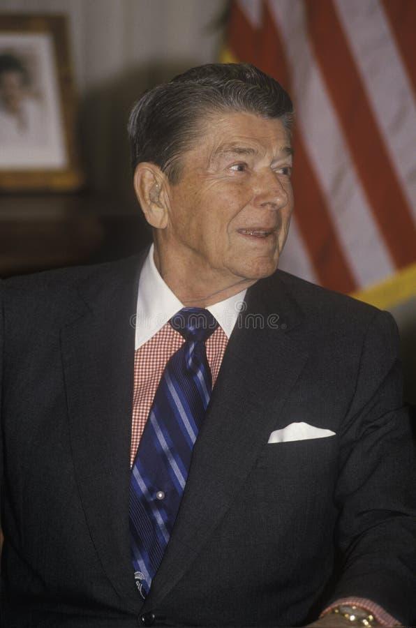 O presidente Reagan apresenta uma introdução para Horatio Alger Association fotos de stock royalty free