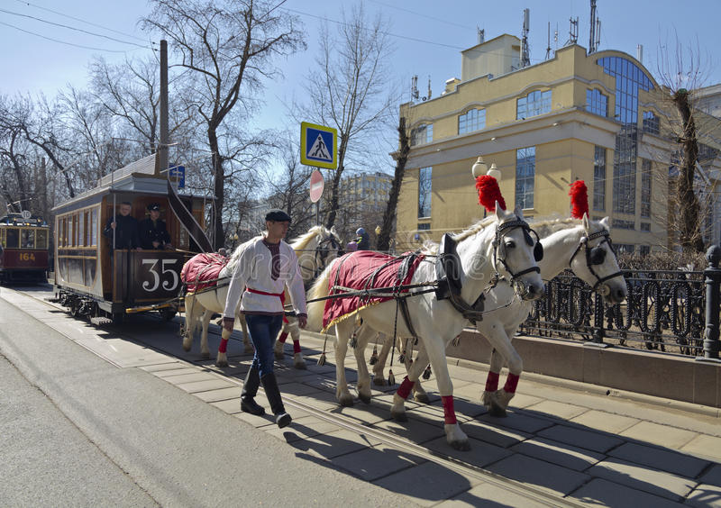 O primeiro bonde em Moscou no século XIX - bonde puxado por cavalos foto de stock