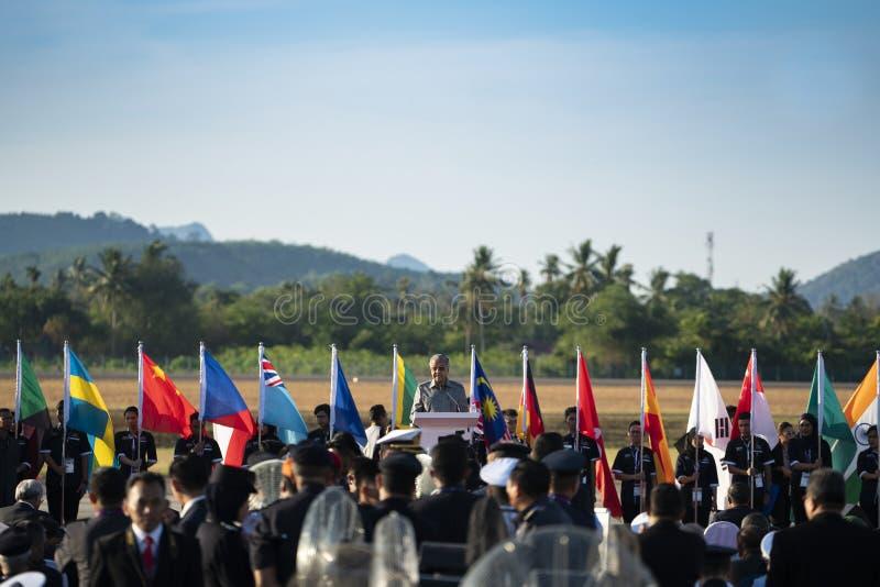 O primeiro ministro Tun Mahathir entrega o discurso de abertura imagem de stock