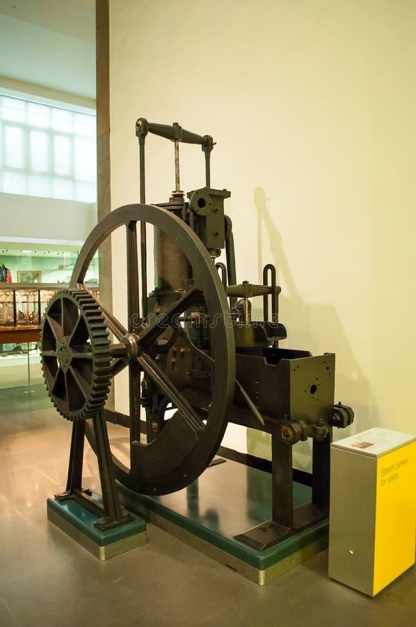 O primeiro motor de vapor exibido no museu da ciência em Londres imagem de stock