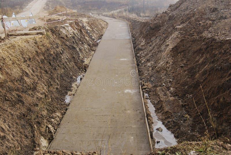 O processo de construir uma estrada nova fotos de stock