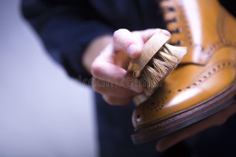 O processo de sapatas da limpeza imagem de stock royalty free