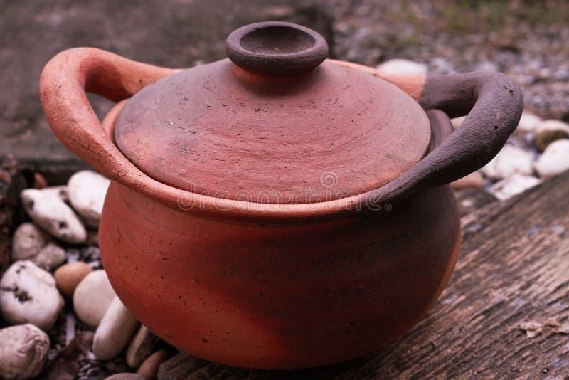 O produto de cerâmica é vitrificado ou a cerâmica nonvitreous unglazed que foi normalmente Belo ateado fogo imagem de stock royalty free