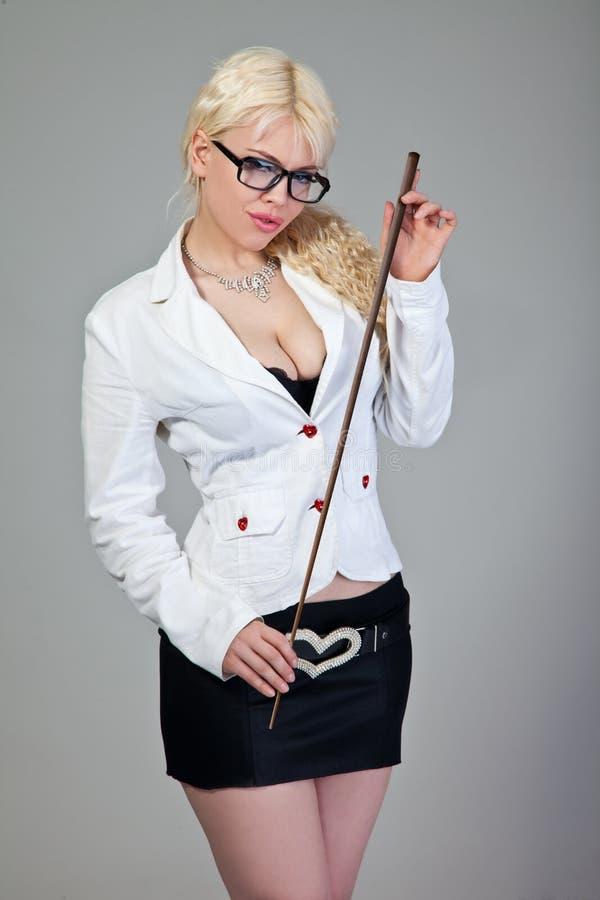 O professor 'sexy' está prendendo um ponteiro no cinza imagens de stock