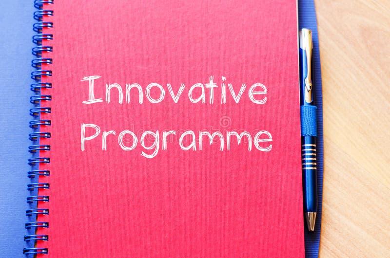 O programa inovativo escreve no caderno imagem de stock royalty free