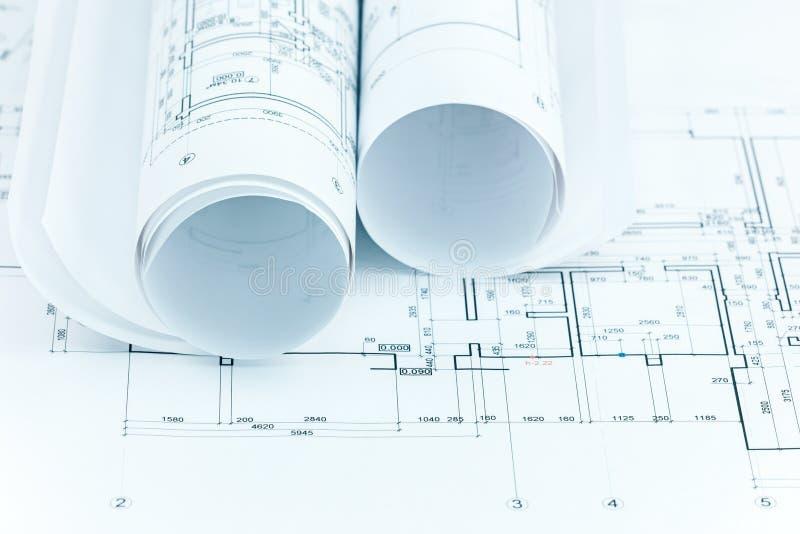 O projeto arquitetónico planeia e o modelo rola para a construção foto de stock royalty free