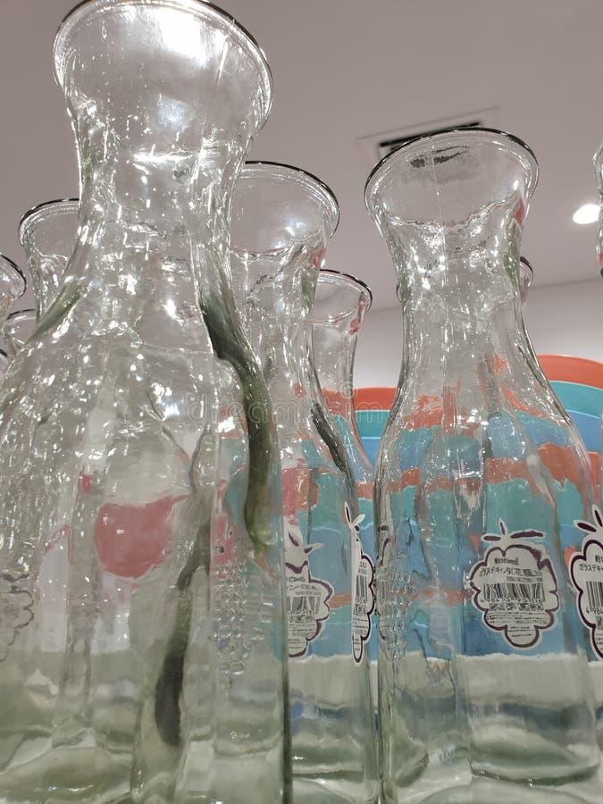 o projeto bonito das garrafas de água fotos de stock