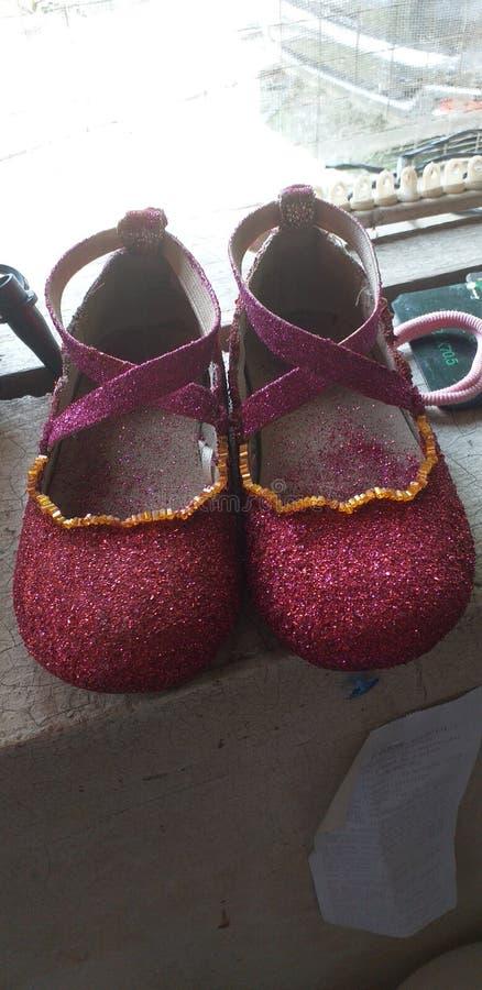 O projeto brilhado das sapatas perla vermelho foto de stock royalty free