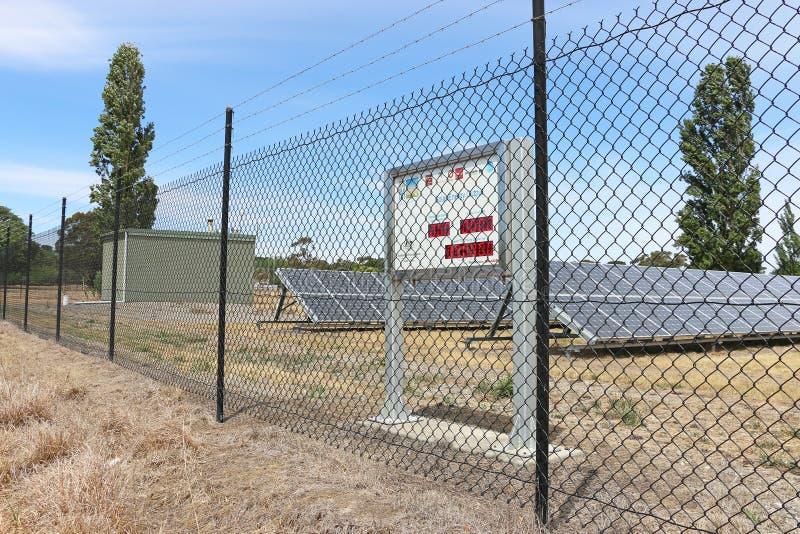 O projeto de Victoria Solar City da central $42 milhões, aberto em 2009, inclui os parques solares situados em Ballarat e em Bend imagens de stock royalty free