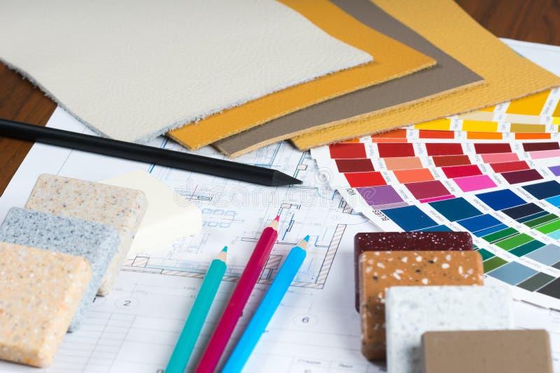 O projeto interior com paleta, amostras materiais, escreve 5 fotografia de stock