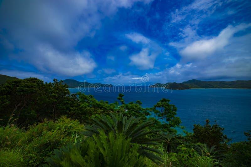 O promontório perto do oceano azul no oshima Kagoshima de Amami imagem de stock royalty free
