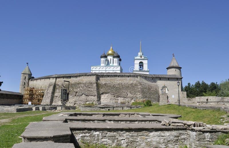 O Pskov Kremlin Dia de verão ensolarado Rússia fotografia de stock
