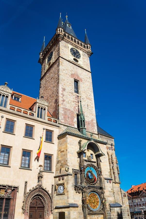 O pulso de disparo ou o Orloj astron?mico de Praga na cidade velha de Praga foto de stock