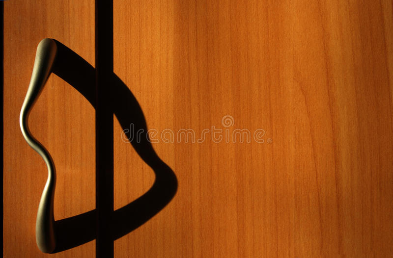 O punho do wardrobe com sombra gosta de um gato principal imagens de stock