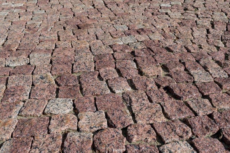 O quadrado alinhou com pedra ou pavimento da pedra, passagem ou estrada imagens de stock royalty free