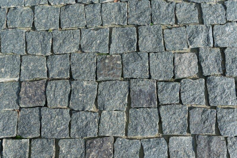 O quadrado alinhou com pedra ou pavimento da pedra, passagem ou estrada fotos de stock royalty free