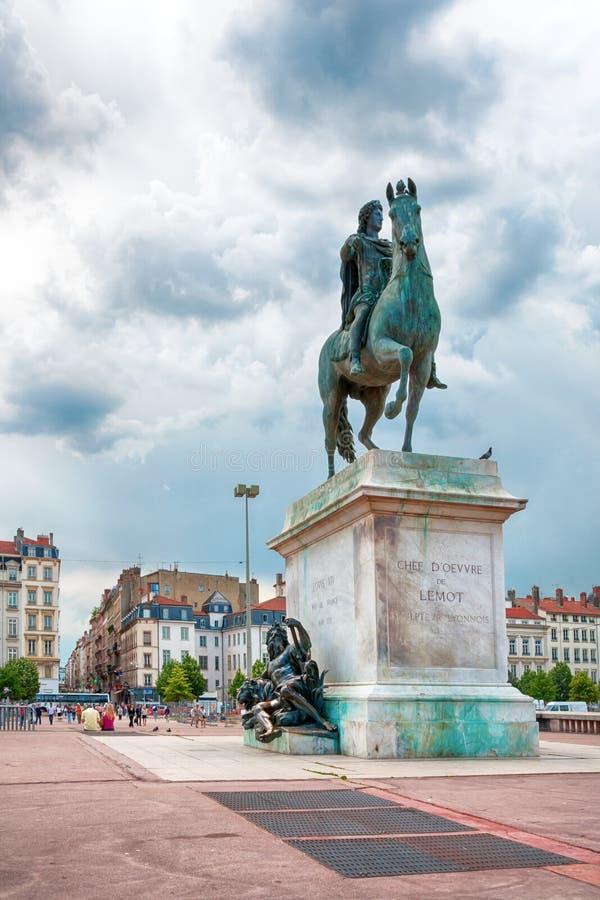 O quadrado de Bellecour Estátua de Louis XIV em Lyon, França fotografia de stock