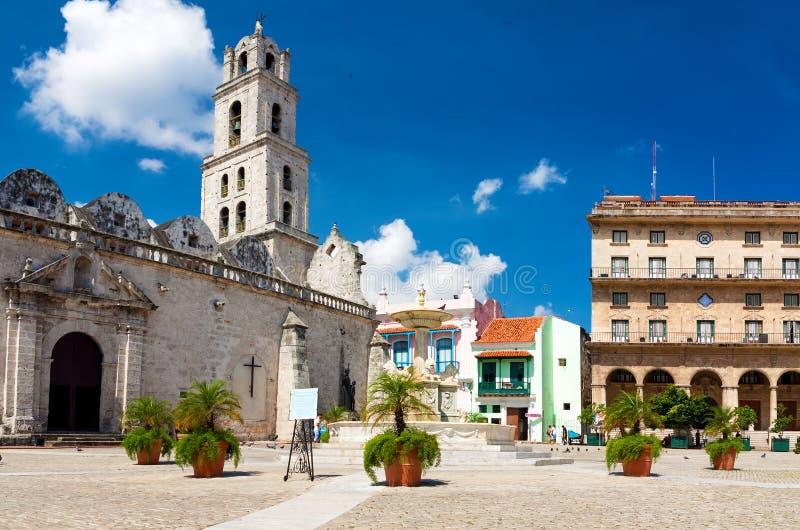 O quadrado de San Francisco em Havana velho imagens de stock royalty free