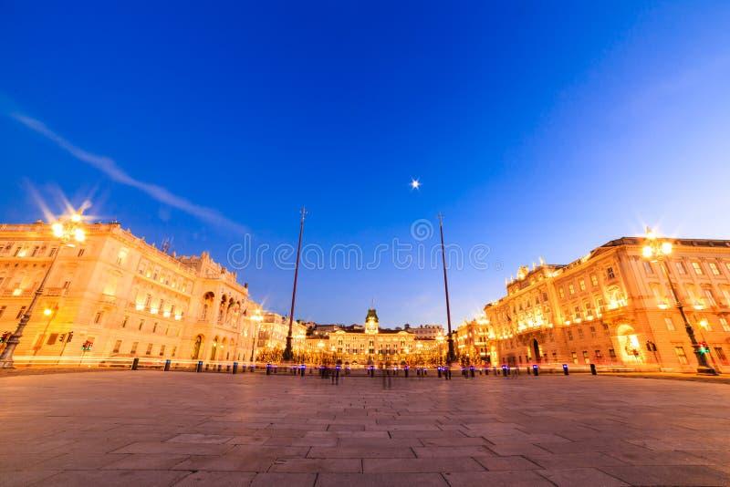 O quadrado de Trieste durante o tempo do Natal fotografia de stock royalty free