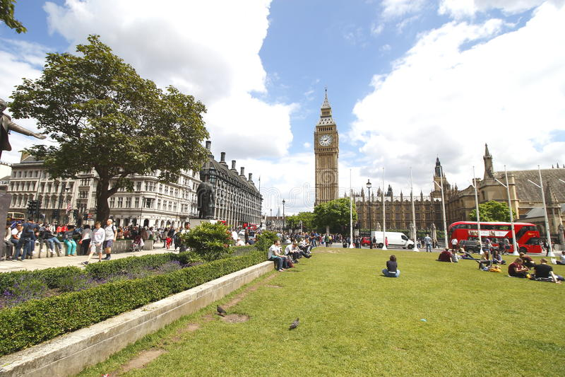 O quadrado do parlamento é um quadrado na extremidade noroeste do palácio de Westminster em Londres foto de stock