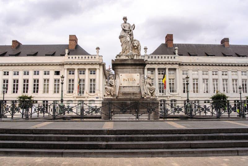 O quadrado em Bruxelas, pro patria monumento memorável do mártir foto de stock
