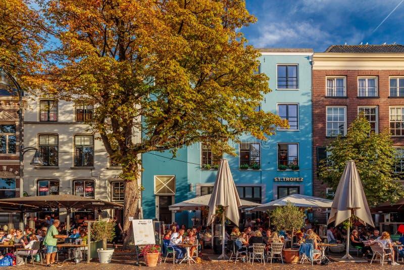 O quadrado histórico central com barras e restaurantes no ANC imagens de stock