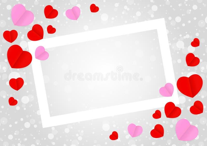 O quadro branco vazio e a forma cor-de-rosa vermelha do coração para Valentim da bandeira do molde cardam o fundo cinzento, mui ilustração stock
