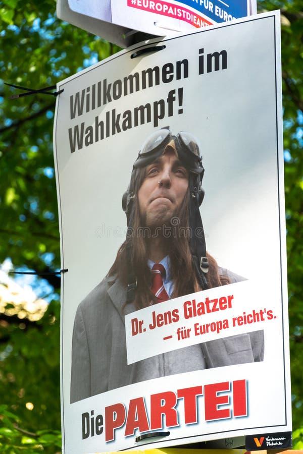 O quadro de avisos da campanha eleitoral do partido pol?tico alem?o morre Partei imagem de stock