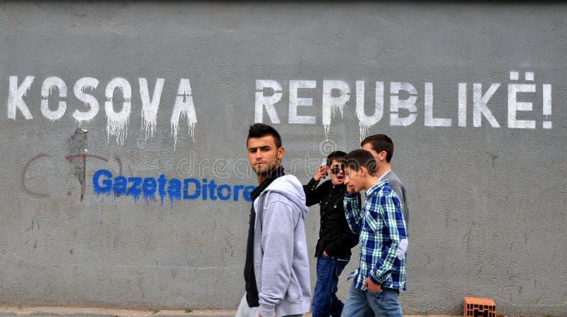 O quadro de avisos na rua Prishtina fotos de stock