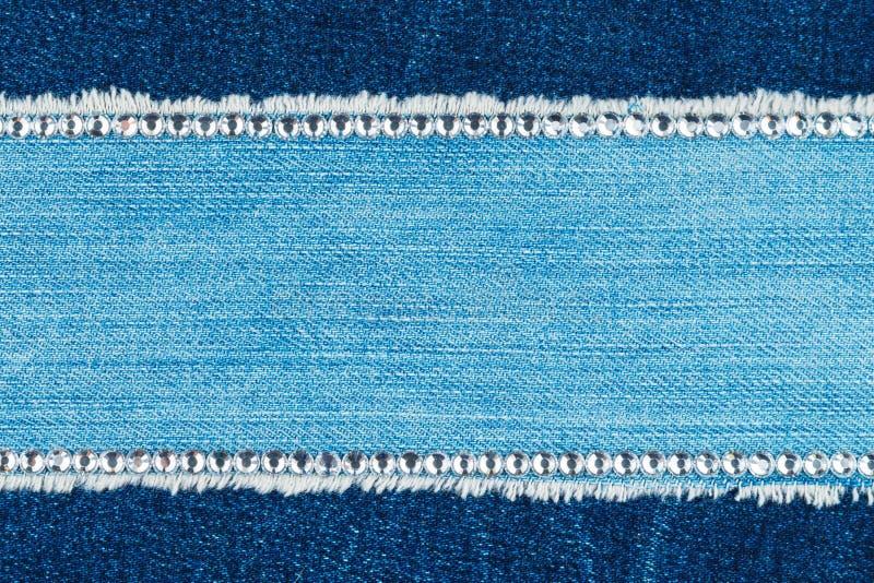 O quadro de calças de brim leves é embutido com os cristais de rocha, com um lugar para desenhistas fotografia de stock royalty free