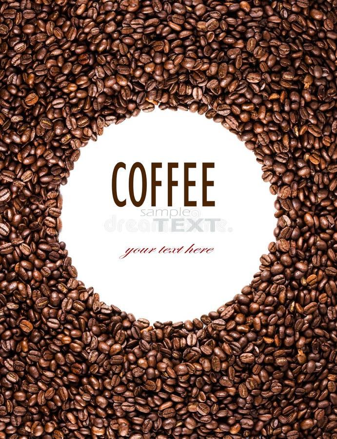 O quadro do círculo dos feijões de café roasted isolados no branco pode usar a fotografia de stock royalty free