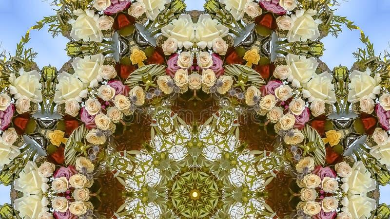 O quadro Muted do panorama tonificou - as flores vermelhas e amarelas para baixo brancas no arranjo circular no casamento em Cali imagens de stock royalty free